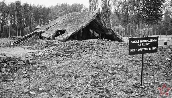 Развалины крематория в Освенциме