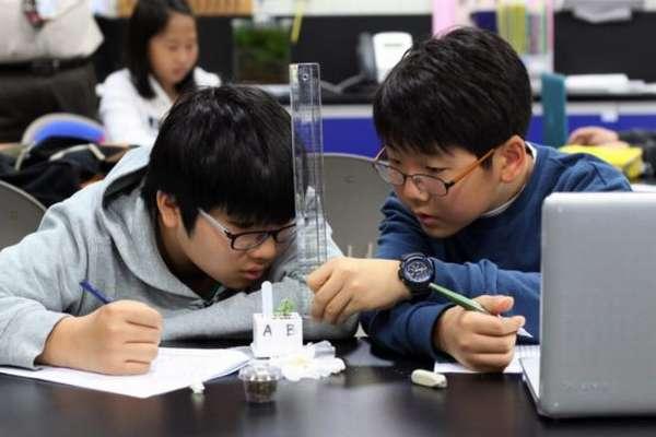 дети в школе Кореи