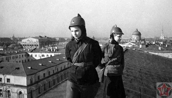 Часовые ленинградских крыш