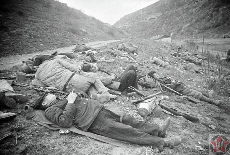 Бойцы КА на отдыхе, Севастополь 1942 год
