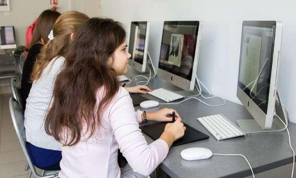 Базовое образование нужно получить в колледже или институте