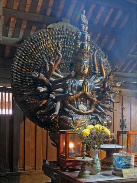 Статуя божества деревянная