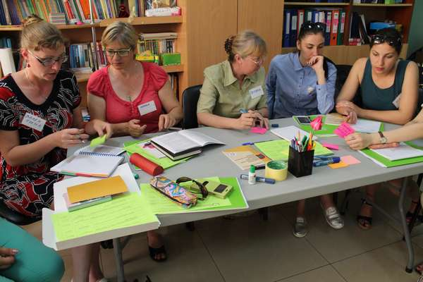 Воспитателям ДОУ, которым необходима переподготовка с присвоением квалификации, многие учебные заведения предлагают дистанционные курсы