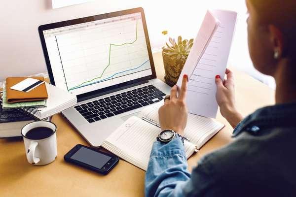 Если по профессии вы экономист, но работать в офисе совсем не хочется, можно воспользоваться одним из вариантов удаленной работы