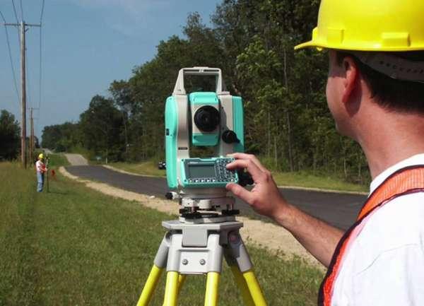 Работа кадастрового инженера связана, прежде всего, с межеванием земель