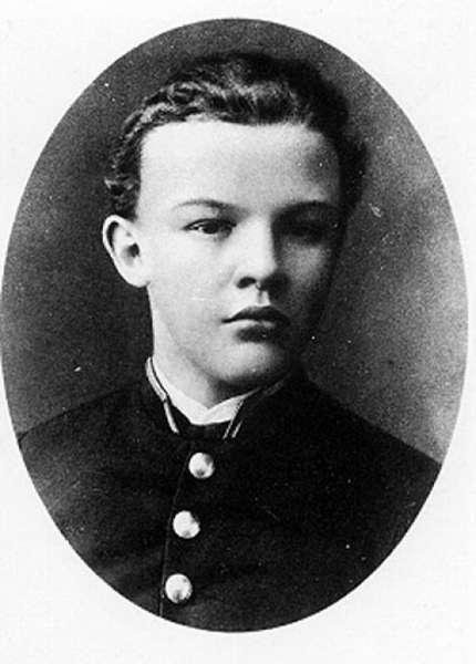 Владимир Ильич Ульянов-Ленин (биография)