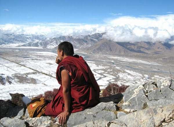 Монах в горах