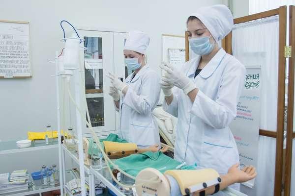 Будущие медсестры