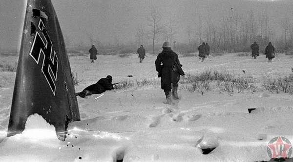 Передвижение немецких солдат под блокадным Ленинградом