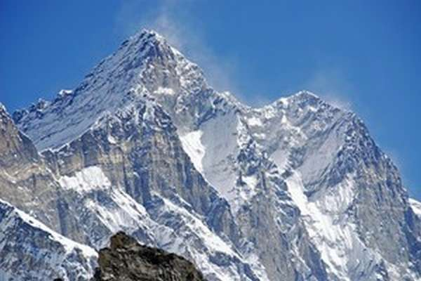 Где находится гора Лхоцзе