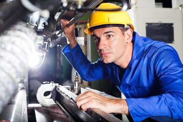 Слесарей задействуют для работы на строительстве, в сфере ЖКХ, на предприятиях