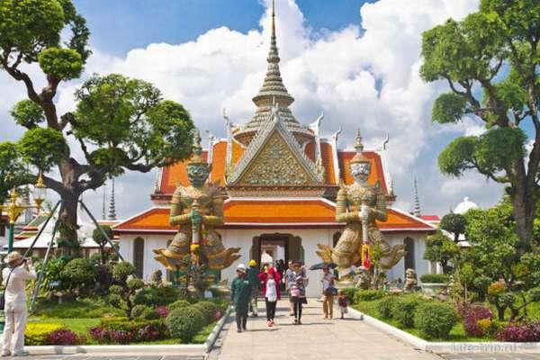 одна из построек храма в Бангкоке
