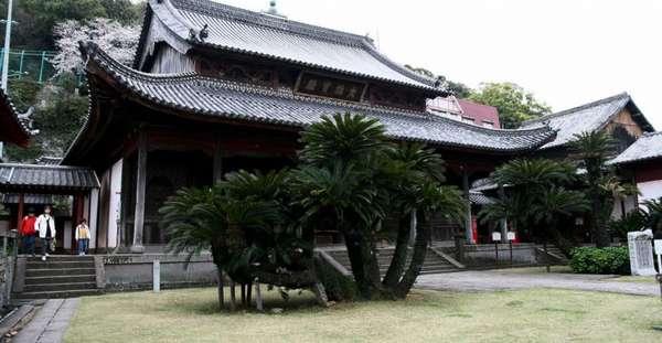 монастырь в Наре