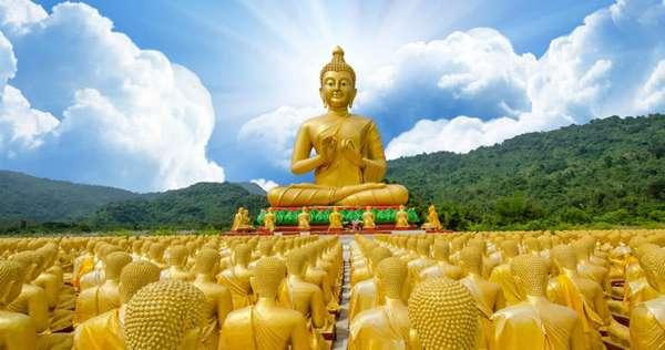 Монумент будды