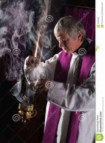 Образ Священника проводящего обряд отпевания