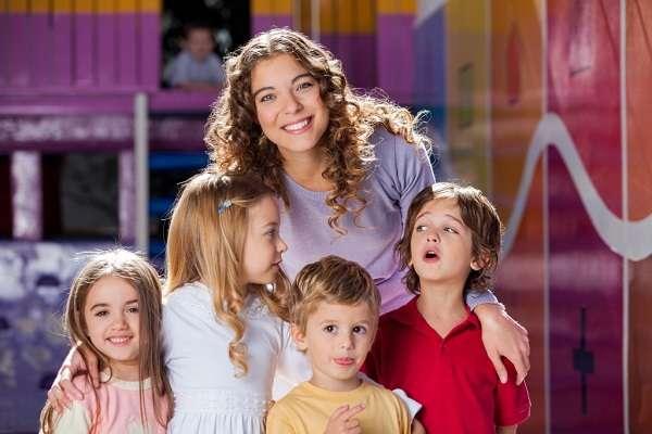 Профессия воспитатель детского сада обязанности, где учиться и что сдавать, какая зарплата