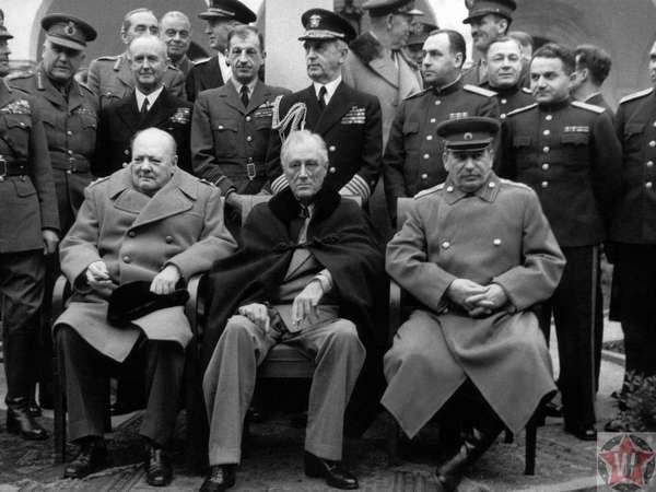 Сталин Черчилль и Рузвельт на Ялтинской конференции 1945 года