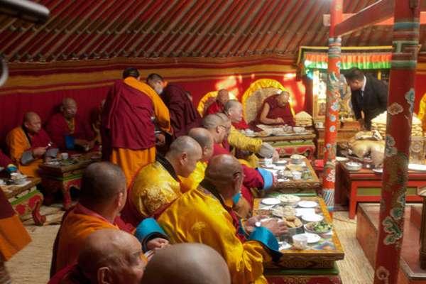 монахи гелуг