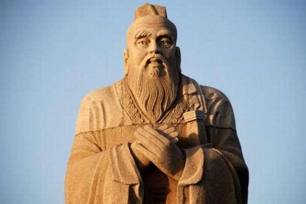 статуя Конфуций