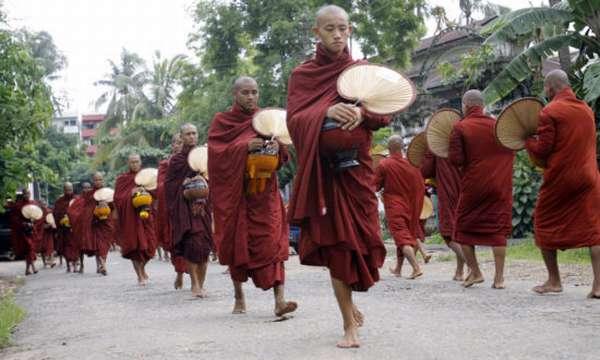 Бирманские монахи