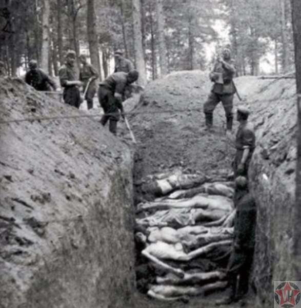 Рвы, наполненные телами умерших узников.