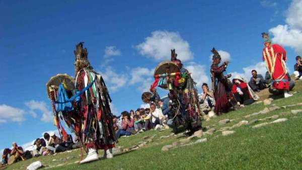 шаманы на обряде