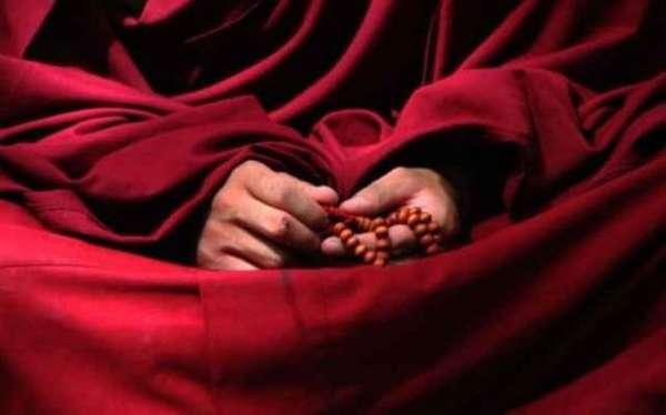 Буддийский лама с малами