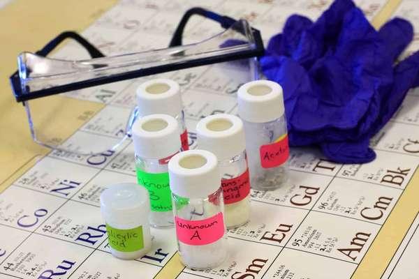 10 востребованных профессией, связанных с химией