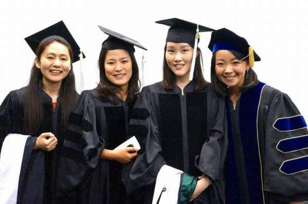 Девушки учатся в Южной Корее