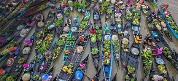 Плавучие рынки в Индонезии необычное для туриста зрелище