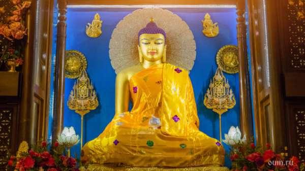 статуя Будды в храме