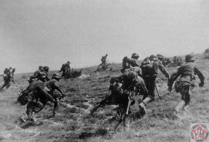 Атака солдат Вермахта позиций Красной Армии под Севастополем