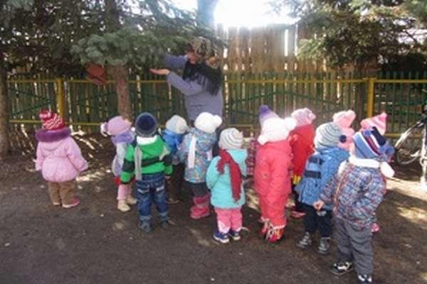 Прогулка в средней группе организация деятельности детей, подвижные игры, наблюдения с целями