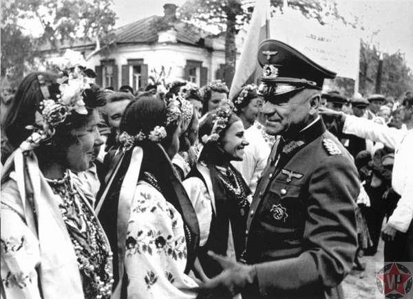 Генерал-майор Германии и украинские девушки