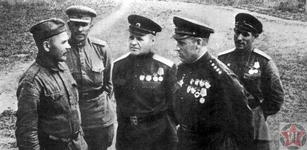 К.К. Рокоссовский перед началом битвы на Курской дуге