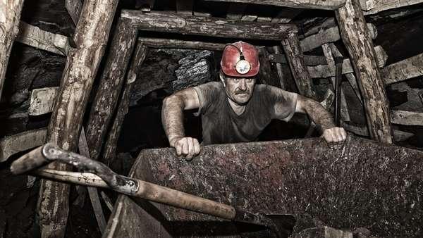 Чтобы спуститься в шахту, надо обладать смелостью, хорошей физической подготовкой, смелостью