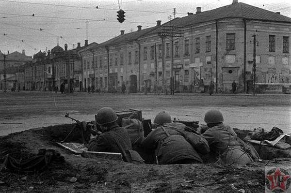 Окоп на перекрестке улиц Коммунаров и Советской города Тулы