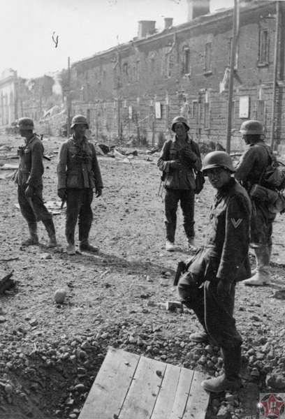 Солдаты Вермахта в Брестской крепости.